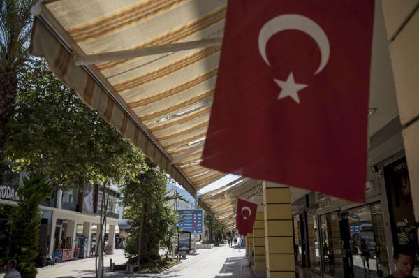 Улица курорта Кемер в Турции.