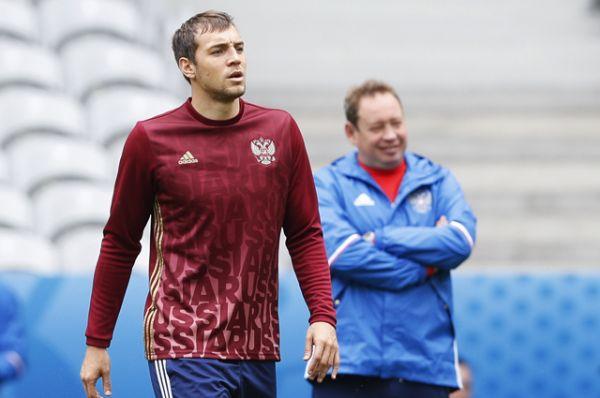 Нападающий Артем Дзюба, 27 лет,  «Зенит» (Петербург) – ориентировочная зарплата по контракту 3,6 млн евро в год.
