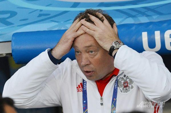 Вынужденная идти вперёд сборная России нередко пропускала опасные контратаки валлийцев.