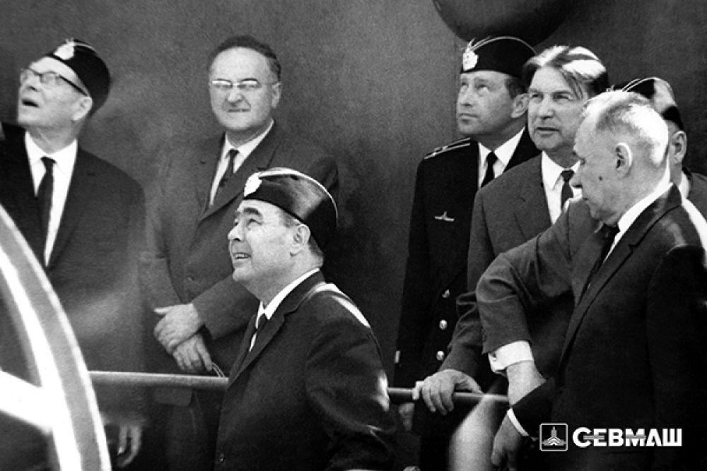 30 мая 1967 года Севмашпредприятие посетил генеральный секретарь ЦК КПСС Леонид Брежнев. Он спускался в отсеки новейшего по тому времени атомного ракетоносца. Именно в этот приезд генсека особое внимание было уделено строительству на Севмаше атомных подводных ракетоносцев стратегического назначения второго поколения проекта 667А.