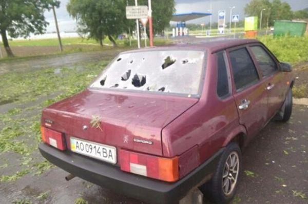Владельцам машин, чьи средства передвижения стояли на улице, очень не повезло