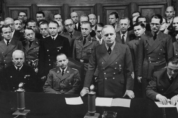 Министр иностранных дел Германии Иоахим фон Риббентроп на заседании. Первые немецкие нападения на советский Союз уже началась.