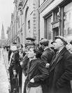 Жители столицы 22 июня 1941 года во время объявления по радио правительственного сообщения о вероломном нападении фашистской Германии на Советский Союз.
