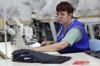 На швейной фабрике «Глория Джинс» в Гуково трудятся женщины.