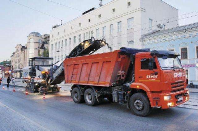 Сейчас в Перми меняют асфальт на ул. Ленина.Он должен прослужить три года.