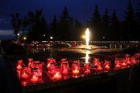 Омичи зажгут свечи памяти сегодня вечером в парке Победы.