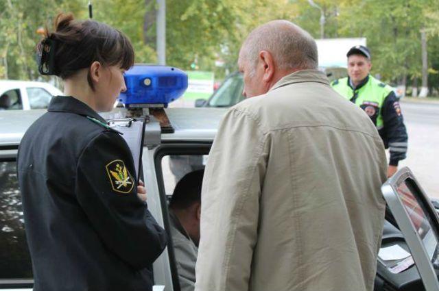 Арест транспортного средства судебными приставами Хилвар человек
