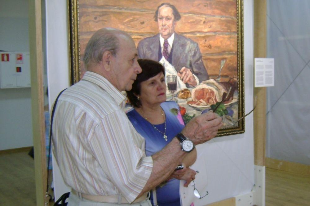 Художник Виктор Николайчик воспринимает экспозицию, как возвращение в молодость.