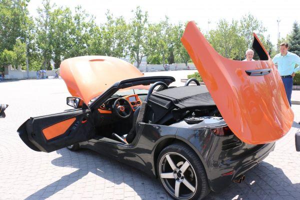 Ранее автомобиль презентовали в Симферополе и Керчи, следующими пунктами автопробега станут Евпатория и населенные пункты Южного Берега Крыма.