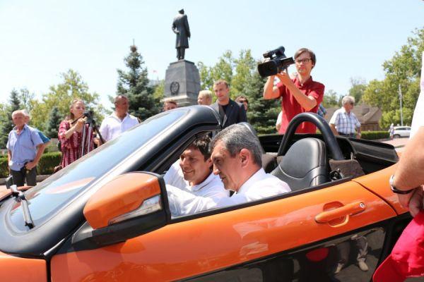 Глава губернатор Севастополя Сергей Меняйло оценил ходовые качества автомобиля. По его мнению, если проект заинтересует потенциальную аудиторию, то в Крыму могут организовать серийное производство спорткара.