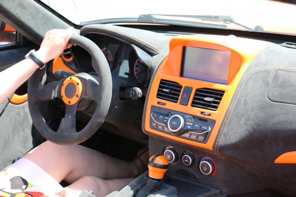 Родстер «Крым» представляет собой двухместный спортивный автомобиль, созданный с использованием комплектующих отечественного производства.