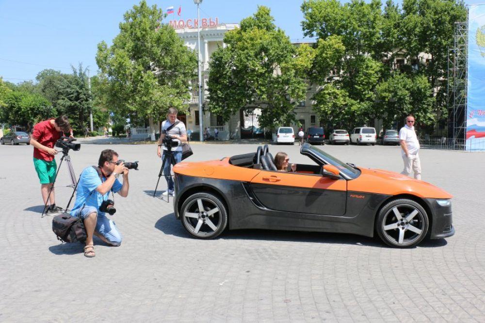 В данный момент конструкторы проводят испытания автомобиля на дорогах Крымского полуострова.