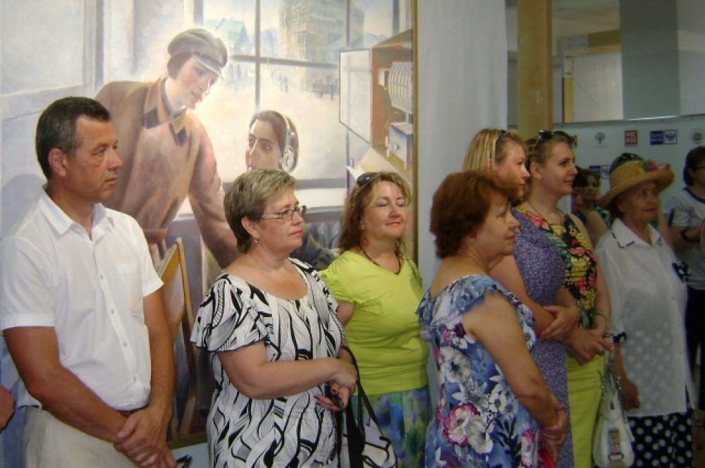 На открытие необычной выставки в Волгодонске собрались представители городской власти и общественности, педагоги и работники культуры.