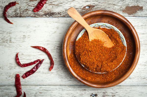 Перец. Все азиатские блюда полны пряностей. А перец – их глава. Азиаты знают, что делают, так как острая пища вызывает усиленное потоотделение, что защищает организм от перегревания. Кроме того, пряности – кладезь витаминов.
