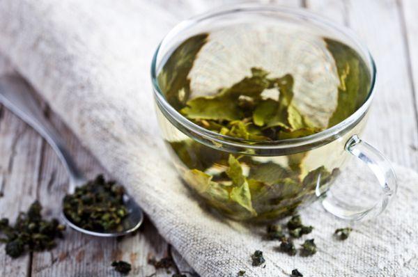 Зеленый чай. В Азии в жару пьют горячий чай. Лучше всего зеленый или травяной. Это странно, но он лучше всего утоляет жажду и освежает.