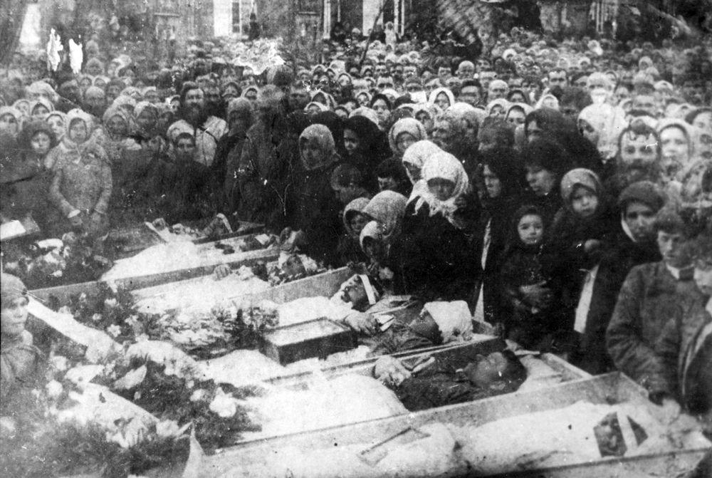 Похороны жертв фашизма в Майкопе в 1943 году.