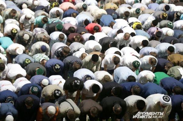 На республиканский ифтар приехали религиозные деятели из других регионов страны.