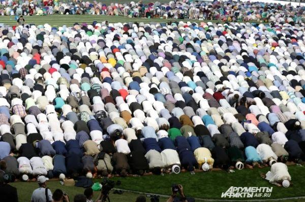 Ифтар начался с чтения сур Корана и дуа.