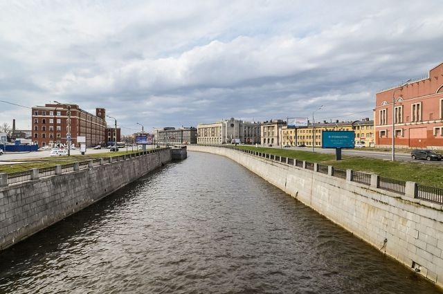 ИзОбводного канала убрали 16,5 тонн нефтеводяной смеси