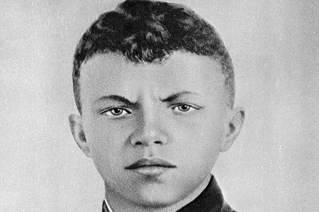 Герой Советского Союза, гвардии рядовой Александр Матросов.