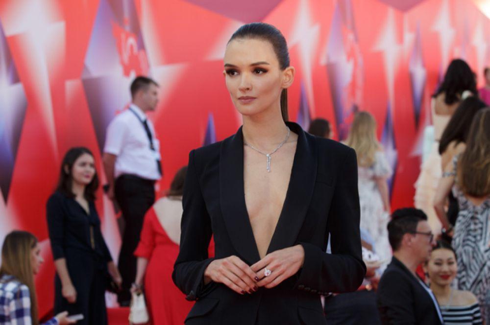 Актриса Паулина Андреева.