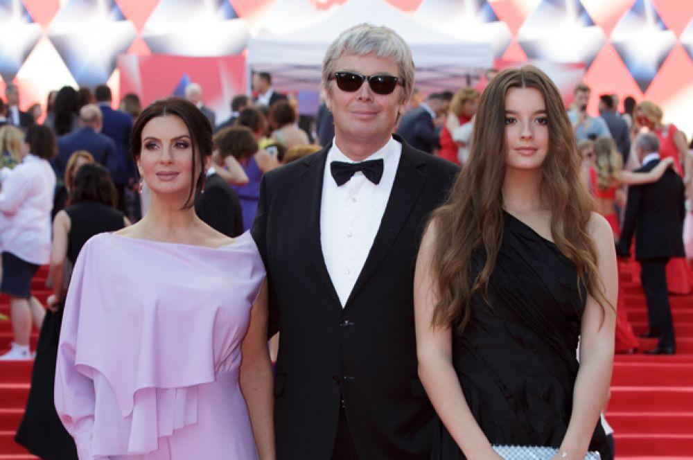 Актёр, продюсер и режиссёр Александр Стриженов с супругой, актрисой и телеведущей Екатериной Стриженовой и дочерью Александрой.