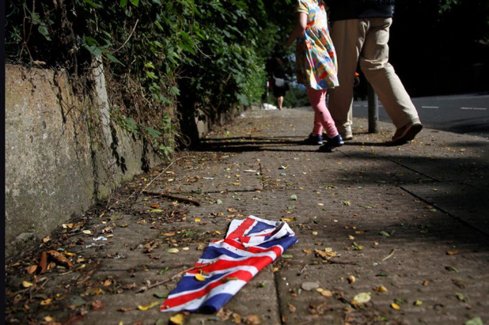 Брошенный флаг Великобритании после проведения референдума.
