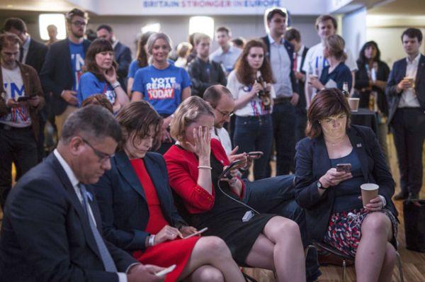 Противники Brexit после объявления результатов голосования.