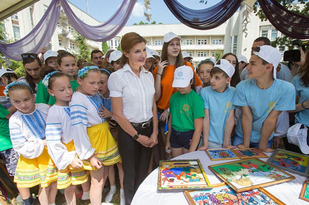 """По словам госпожи Марины, для каждого из нас """"артековец"""" - это ребенок, который исповедует такие ценности, как мир, дружба, патриотизм, человеческое достоинство и толерантность"""