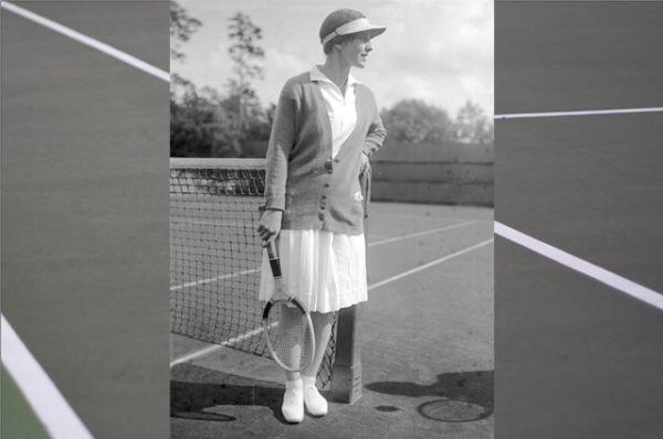 Несколько позже Хелен Уиллз ввела в моду защищающие глаза козырьки, подобные принятым в гольфе.