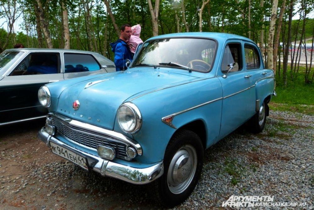 Выставка ретроавтомобилей.