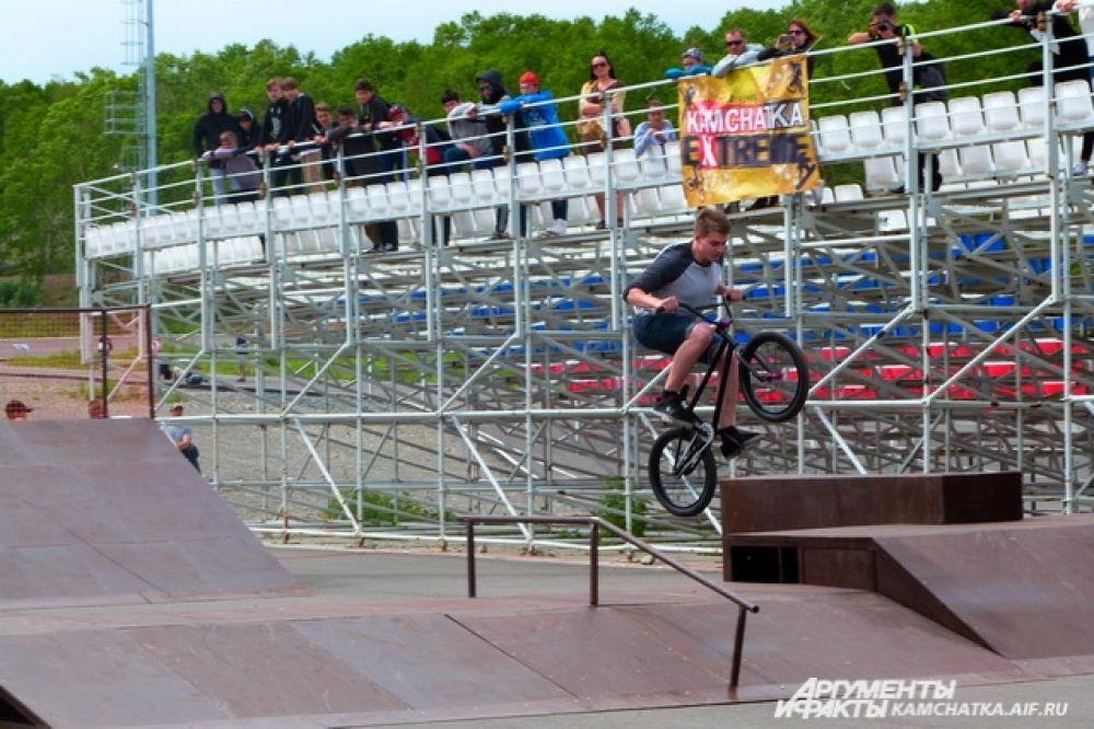 На открытии нового скейт парка прошли соревнования среди лучших райдеров полуострова.