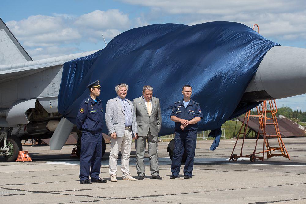 В этом году один из самолетов МиГ-31 по традиции получил именной знак.