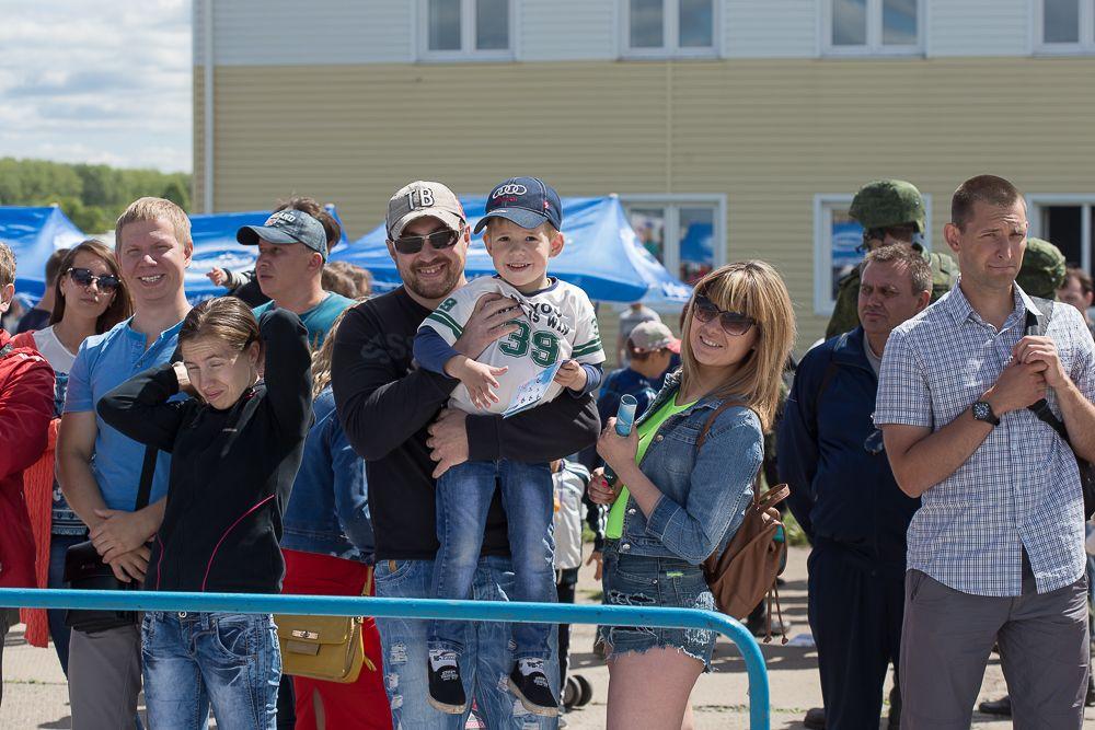 Несмотря на небольшую летную программу, многие посетители были просто рады оказаться на аэродроме в такой солнечный выходной.