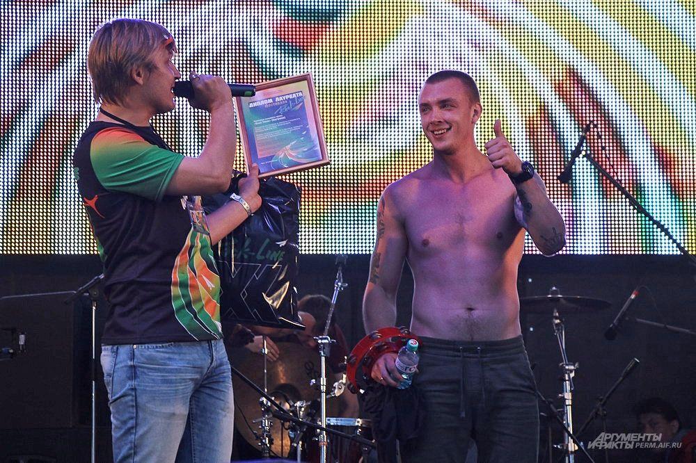 Музыкантам традиционно вручали дипломы лауреатов фестиваля.