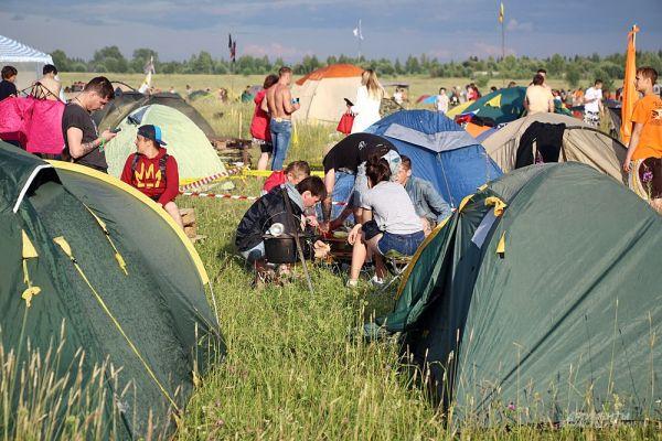 Палаточный лагерь фестиваля - это целый город.