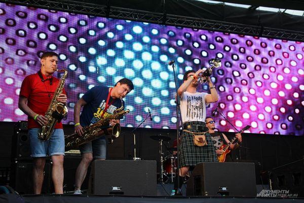 Один из самых многочисленных коллективов (9 человек) – группа Good times из Костромы.
