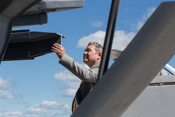Игорь Вотинцев осматривает МиГ-31.