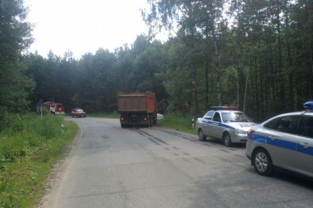 Водитель дорогой иномарки не справился с управлением и выехал на встречную полосу.