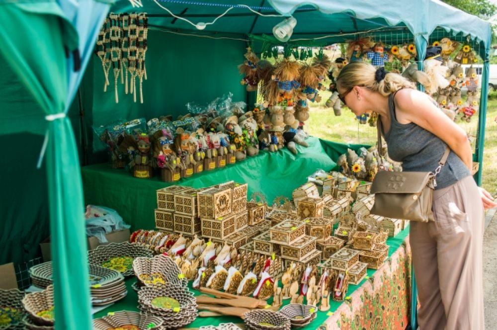 Участников фестиваля ждал праздник национальных культур «Народов дружная семья» - на площадке «Гостиный двор».