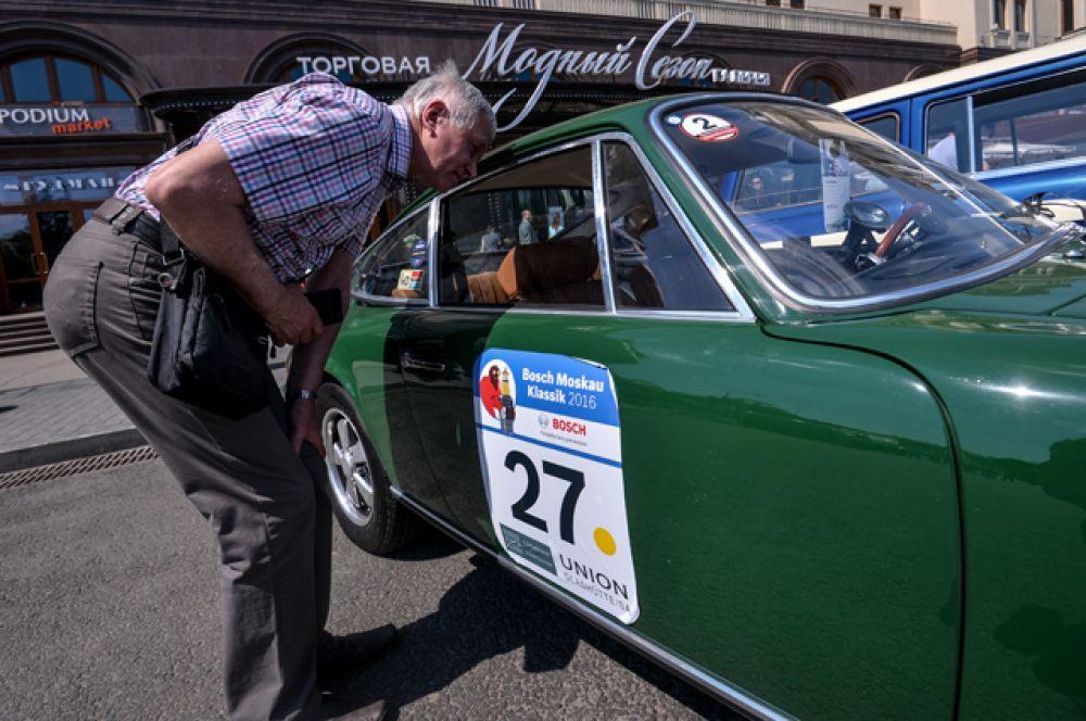 Автомобиль Porsche 911 1973 года выпуска.