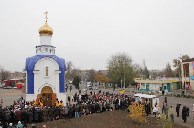Освящение часовенки в честь Казанской иконы Божьей матери на привокзальной площади Таганрога, возведению которой способствовала семья Матусевич.