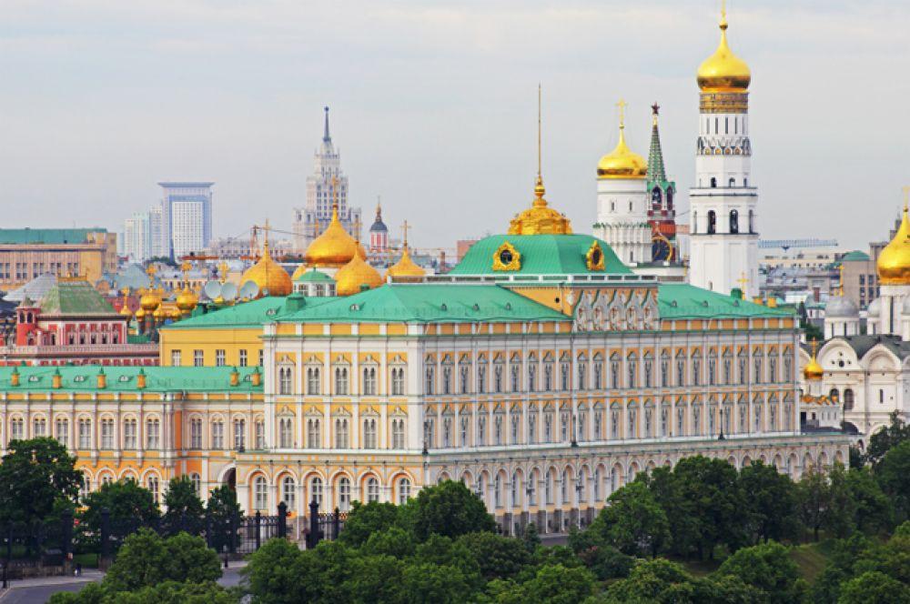 Большой Кремлёвский дворец — один из дворцов Московского Кремля. Построен в 1838—1849 годах по повелению императора Николая I.
