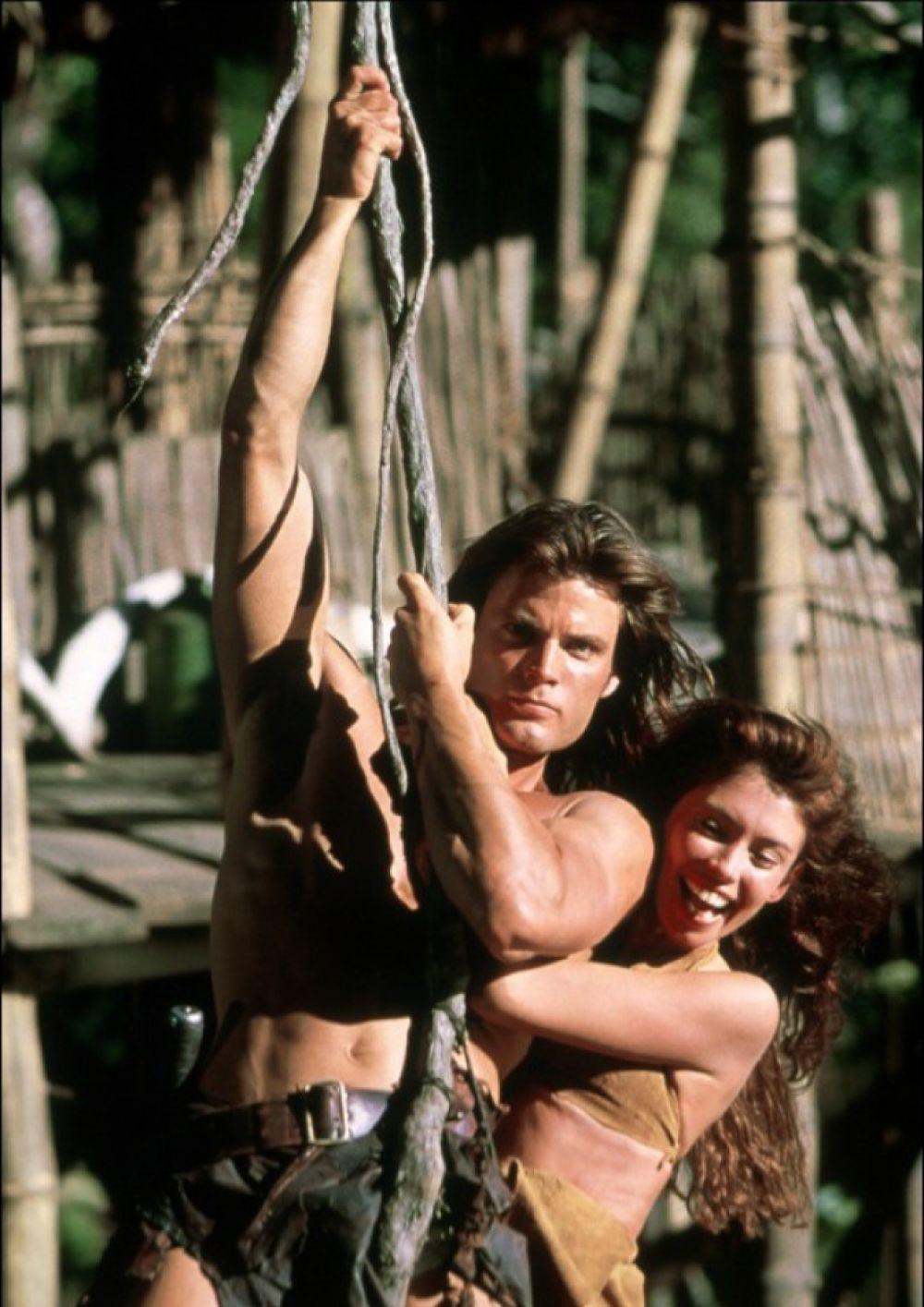 В фильме 1998 года «Тарзан и затерянный город» спасал прекрасную девушку и катался на лианах Каспер Ван Дин.