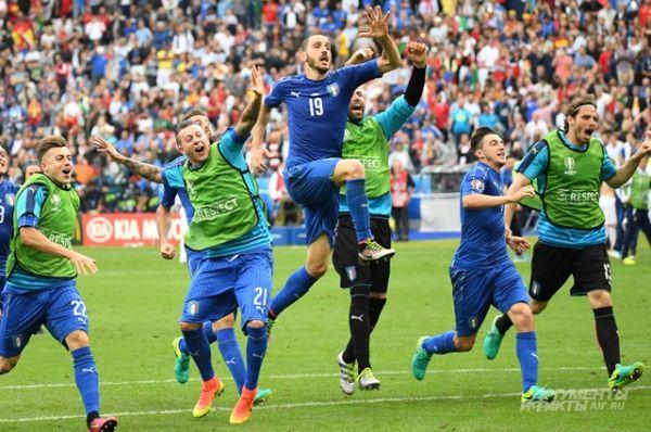 Итальянцы победили со счётом 2:0.