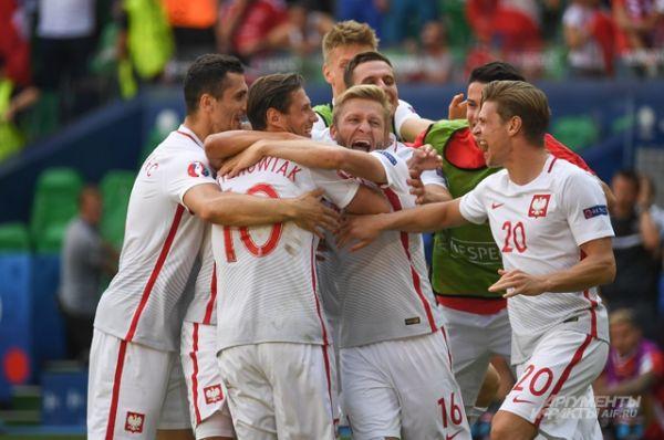 Сборная Польши после игры.