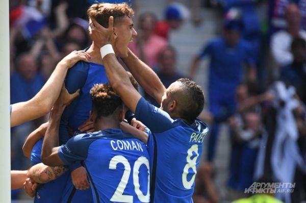 Сборная Франции одержала тяжёлую победу над сборной Ирландии благодаря двум голам нападающего Антуана Гризманна.
