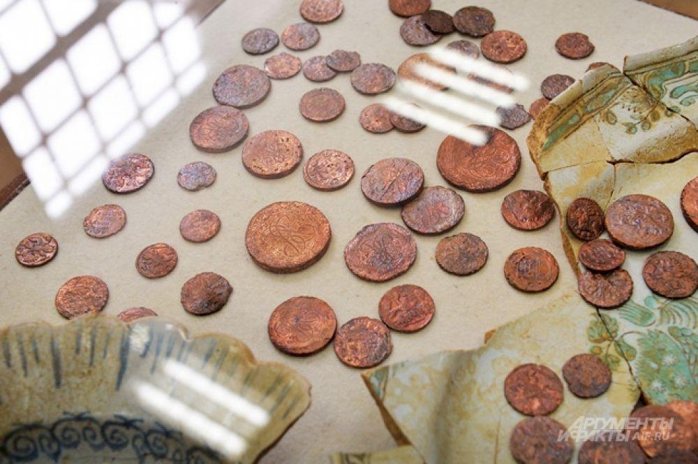 Монеты, составляющие клад, на момент находки находились в спёкшемся от огня комке.