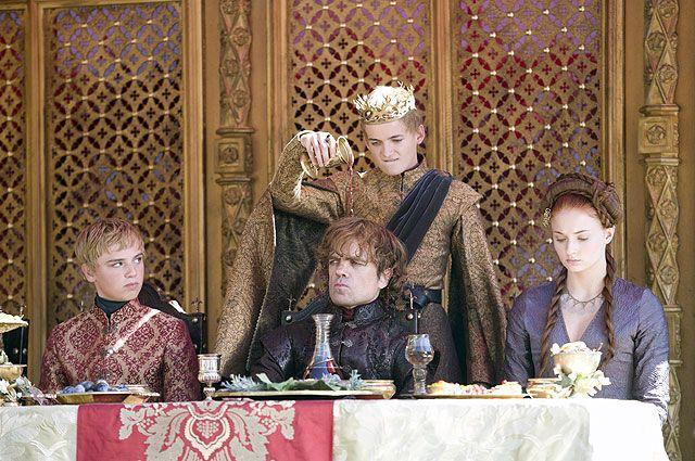 Тирион Ланнистер любит вино, а Санса Старк - лимонные пирожные. Да, вместе они случайно...