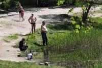 Купаться в озере небезопасно.